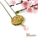 Virágos tavasz nyaklánc, Ékszer, Nyaklánc, Rózsaszín virágokkal borított, tavaszi fát ábrázoló medál, antik stílusú láncra fűzve, egy szem sajá..., Meska