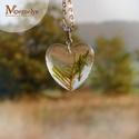 Moha szív nyaklánc, Ékszer, Nyaklánc, Üde zöld mohával díszített szív alakú medállal készült nemesacél nyaklánc.  Az ékszerhez  mohát gyűj..., Meska