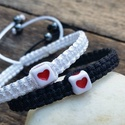 Összetartozunk  -  karkötők.  Szerelem  karkötők.  Barátság karkötők, Ékszer, óra, Karkötő, Csomózás, Egy-egy apró szívecske díszíti ezeket a  karkötőket, ami az összetartozás jele is lehet.  Egy feket..., Meska