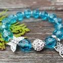 Pillangó karkötő, Ékszer, Karkötő, 10 mm-es kék színű csiszolt üvegkristályból shamballa gyöngyből , és pillangó díszekből ..., Meska