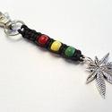 Raszta kulcstartó, Mindenmás, Kulcstartó, Fagyöngyökből, és cannabis levél ( 25x22 mm) medálból készítettem a raszta  kulcstartót  m..., Meska