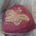 Lepkeszárny nemezelt kalap, Ruha, divat, cipő, Merinói gyapjúból készült, beledolgozott selyemmel, melyet horgolás díszít. Szélét szegőp..., Meska