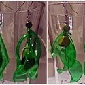 Fülbevaló, Ékszer, Fülbevaló, Ékszerkészítés, Újrahasznosított alapanyagból készült termékek, Aprólékos kézműves munkával zöld, áttetsző és piros színű (egyiknél kézzel festett) pet-palack újra..., Meska