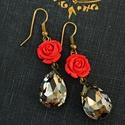 Flamenco - klasszikus kristályfülbevaló , Ékszer, Fülbevaló, Klasszikus kristályfülbevaló faragott cinóber rózsával. Hossza 5 cm (akasztóval)., Meska