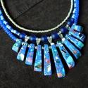 Rosella - háromsoros nyaklánc howlittal és üveggyöngyökkel, Ékszer, Esküvő, Nyaklánc, Esküvői ékszer, Látványos nyaklánc mozaikos howlit hasábokkal és üveggyöngyökkel. Hossza 46 cm + 10 cm hossz..., Meska
