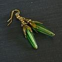Abszint - zöld üveggyöngy fülbevaló, zöld fülbevaló, romantikus fülbevaló, bronz fülbevaló, vintage fülbevaló, Ékszer, Fülbevaló, Romantikus fülbevaló abszint zöld csepp alakú üveggyönggyel. Teljes hossza 5,5 cm., Meska