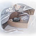 Autós pénzátadó ezüst színű szív doboz, esküvő, eljegyzés, nászajándék(metálszürke fém autóval), Esküvő, Nászajándék, Ifjú házasoknak, nászajándéknak, eljegyzésre, ... ötletes pénzátadó. Lepd meg szívednek legkedvesebb..., Meska