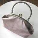 Csillogó púder színű, textilbőr kézi táska, alkalmi táska, Csillogó púder textilbőrből készült ez az al...