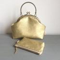 Arany színű, különleges alkalmi táska, kézi táska, Táska, Válltáska, oldaltáska, Arany színű textilbőrből készült ez az egyedi, csillogó alkalmi táska. A belseje, pamut textil.  Tök..., Meska