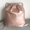 Rosegold textilbőr hátizsák, fesztivál táska Artiroka design, Táska, Válltáska, oldaltáska, Hátizsák, Rosegold textilbőrből készült ez a csillogó hátizsák. Bélése pamut textil, plussz két zsebet is varr..., Meska
