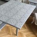 Ezüstszürke, cementlap mintás, összecsukható, egyedi asztal, Bútor, Otthon, lakberendezés, Asztal, Eladó  a képen látható, kézzel festett, összecsukható fa asztal. Tetejére fehér, cementlap mintát fe..., Meska
