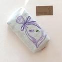 Levendula mintás bélelt papírzsebkendő tartó - Artiroka design, Táska, Divat & Szépség, Táska, Pénztárca, tok, tárca, Zsebkendőtartó, Levendula mintás papírzsebkendő tartó. Bélése hozzá illő  pamut textil.  Kétféle színben vásárolható..., Meska