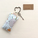 A Kis herceg a róka és a bárány mintás kulcstartó egy kis vintage kulccsal - Artiroka design, Kis herceg mintás pamut textilből készült ez a...