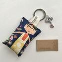 Frida mintás egyedi kulcstartó  - Artiroka design, Újrahasznosított pamut textilből készült ez a...