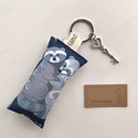 Mosómedve család mintás egyedi kulcstartó  - Artiroka design, Újrahasznosított pamut textilből készült ez a...