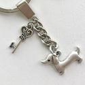 Tacskó kutya -  egyedi fém kulcstartó, kis kulcs medállal  - Artiroka design