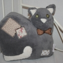 Foltos macska - polár párna, Mérete: kb 40x40 cm.  Puha polár anyagból  kés...