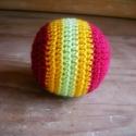 Horgolt labda csörgővel, Játék, Baba-mama-gyerek, Baba játék, Készségfejlesztő játék, Ez a horgolt labda a legkisebbeknek készült, belsejében puha gyapjú, abban pedig kindertojásból kész..., Meska