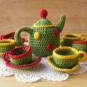 Színes teáskészlet, Zöld alapon sárga-bordó csíkos horgolt teáscs...