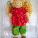 Szederke - waldorf öltöztetős baba , Szederke egy kedves, szőke, göndör hajú kislá...
