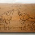 Gravírozott fali kulcstartó elefánt mintával, Otthon & Lakás, Lakberendezés, Gravírozás, pirográfia, Gravírozott fali kulcstartó elefánt mintával. Mérete: 47 cm × 16 cm × 2 cm 3-5 db vitrázskampóval k..., Meska