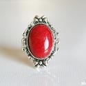 Vörös jáde ásványgyűrű, nikkelmentes, Ékszer, óra, Gyűrű, 13x18 mm-es vörös jáde ásványkabosont foglaltam a nikkelmentes, díszes gyűrűalapba. A gyűrű mérete á..., Meska