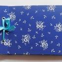 """Kékfestő fehér virágokkal """"A és B"""" , Naptár, képeslap, album, Fotóalbum, Vászon kötésű fényképalbum dekoratív fém sarkokkal, színes szaténszalaggal átkötve, 24 d..., Meska"""