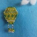Zöld hőlégballon - gyöngy kitűző, Ékszer, Bross, kitűző, Téglaöltéssel készült zöld hőlégballon kitűző kabátra, blúzra, táskára...  Magassága:..., Meska
