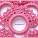 Horgolt szalvétagyűrű szett mályva-rózsaszín színben, Dekoráció, Otthon, lakberendezés, Ünnepi dekoráció, Lakástextil, Horgolás, Horgolt szalvétagyűrű szett mályva-rózsaszín színben, hímzőfonalból, gyöngy díszítéssel, műanyag ka..., Meska