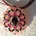 Stella nyaklánc, Ékszer, óra, Nyaklánc, Rózsaszín kristály fánkokkal, fukszia swarovski gyöngyökkel díszített nyárias medál, közepén fekete ..., Meska