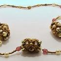 Romantic spherules, Ékszer, óra, Nyaklánc, Egyedi bogyók láncra fűzve, lila, óarany, gyöngyház színekkel. A lánc hossza kb. 50 cm. , Meska