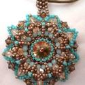 Melánia nyaklánc, Ékszer, óra, Nyaklánc, Medál, Egy 14 mm-es rivolit foglaltam be, és díszítettem swarovski kristályokkal, kedvemre, kedvenc színeim..., Meska
