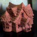 A Boszorkány háza, Dekoráció, Otthon, lakberendezés, Gyertya, mécses, gyertyatartó, Szobrászat, Kézzel készített mécsestartó, levegőn száradó agyagból.  Az ablakai vörösek, így ha benne van a méc..., Meska