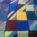 Patchwork kötött takaró gyerekágyra -AKCIÓ, Dekoráció, Otthon, lakberendezés, Lakástextil, Takaró, ágytakaró, Horgolás, Kötés, Kézzel kötött patchwork takaró. 115x132 cm-es. A fonal különbözősége miatt egyszer lett kimosva. , Meska