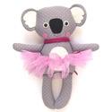 Mici, pettyes koala lány tütüben - szürke, drapp, barackrózsaszín, fehér, Játék, Baba-mama-gyerek, Plüssállat, rongyjáték, Játékfigura, Pamut anyagokból varrtam ezt a jókedvű koalát, saját dizájn alapján.  Minden apró részlet alapos gon..., Meska