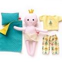 Pelenkázható puha kisbaba pizsamában - öltöztetős, sárga, türkiz. robotos, pelenkás, Játék, Baba-mama-gyerek, Baba, babaház, Baba játék, Pamut anyagokból varrtam ezt a mosolygós kisbabát, saját dizájn alapján.   Pelenkás babáinkat ajánlj..., Meska