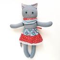 Luca, AKCIÓS öltöztethető karácsonyi macska leány kifordítható, kétoldalas szoknyában - szürke, kék, piros, fehér, Játék, Baba-mama-gyerek, Plüssállat, rongyjáték, Játékfigura, Luca szoknyájának egyik oldalán van egy kis szépséghiba, amit külön fotóztam. Figyelmetlenségből nem..., Meska