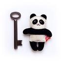 Apró Miaszösz Panda, Baba-mama-gyerek, Játék, Dekoráció, Játékfigura, Ezt az apró rókát filcből (60% gyapjú, 40% műszál) készítettem és kézzel hímeztem.  Langyos vízben, ..., Meska