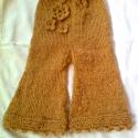 bébi nadrág (rendelhető), Ruha, divat, cipő, Gyerekruha, Baba (0-1év), Kézzel kötött 44 cm hosszú, 24 cm széles baba-nadrág horgolt virággal és csipkével az alján.   Rende..., Meska