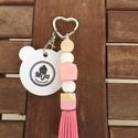 kulcstartó rózsaszín-fehér szív kulcskarikával, Mindenmás, Kulcstartó, Gyöngyfűzés, Mindenmás, Szilikon és fa elemekből álló kulcstartó, mely táskadíszként is használható. A kulcstartók végét ró..., Meska
