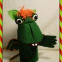 Egyfejű sárkány kézbáb, , Baba-mama-gyerek, Játék, Mindenmás, Báb, E kedves egyfejű sárkány, filcből készül. Színe: sötétzöld, füle szárnya világosabb zöld filc, bóbit..., Meska