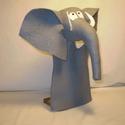 Elefánt kézbáb, Baba-mama-gyerek, Játék, Báb, Játékfigura, Elefánt figurám elkészítését a Trombi és a Tűzmanó tanmese ihlette meg. Anyaga szürke filc. Szeme és..., Meska