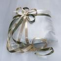 Gyűrűpárna - Pisztácia mandulával, Esküvő, Gyűrűpárna, Szatén alapú gyűrűpárna, szatén szalagokkal,  kb. 18*17cm., Meska