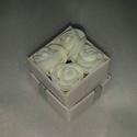 Mini rózsa doboz, rózsa box, Dekoráció, Szerelmeseknek, Dísz, Varrás, Mini rózsa box, mérete megegyezik a gyűrűsdobozokéval tehát kb 5cm. Ezüst szalag, lézervágott masni..., Meska