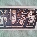 Kiss zenekar pirográf kis fa poszter, kép, Otthon, lakberendezés, Dekoráció, Falikép, Kiss zenekar logójáról készült pirográf kép kb 28*15cm méretű falemezre égetett., Meska