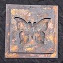 Fából készült falikép rozsdás vas hatással, pillangóval, Dekoráció, Otthon, lakberendezés, Falikép, Mérete 15cm x 15cm  Rozsdás kovácsoltvas hatással, 3D pillangóval. A rozsda nem festett, hanem ..., Meska