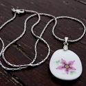 rózsaszín kisvirág, Ékszer, óra, Nyaklánc, percelánból csiszolt egyedi ékszer. ezüst színű láncon., Meska