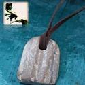 Megkövesedett fa, Férfiaknak, Ékszer, Ékszer, kiegészítő, Nyaklánc, Megkövesedett fa fosszília fekete bőrszálra fűzve., Meska