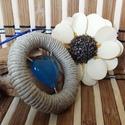 Kék szív medál kenderben, Ékszer, óra, Medál, Mindenmás, Kék szív medál kenderben. Ezt a gyantából készült kék medált egy 5cm átmérőlyű fa karika vesz körül..., Meska
