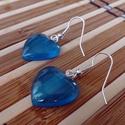 Akasztós szív alakú kék fülbevaló, Ékszer, Fülbevaló, Ékszerkészítés, Akasztós szív alakú kék fülbevaló műgyantából. Ez a kis nőis fülbevaló, egy igazán magával ragadó d..., Meska